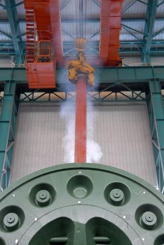 世界首台首套3.6万吨垂直挤压机